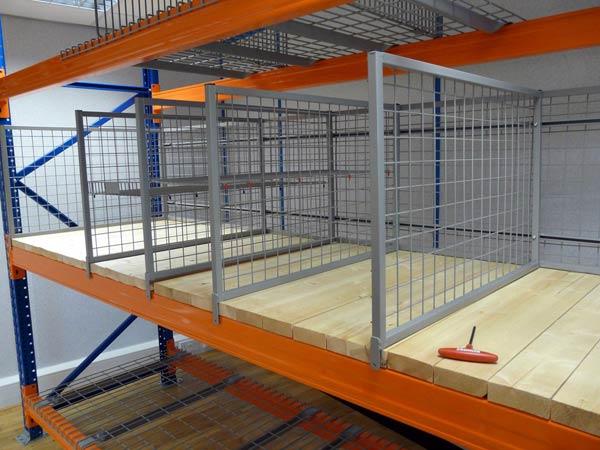 azione-scaffalature-industriali-leggere-per-stoccaggio-merci