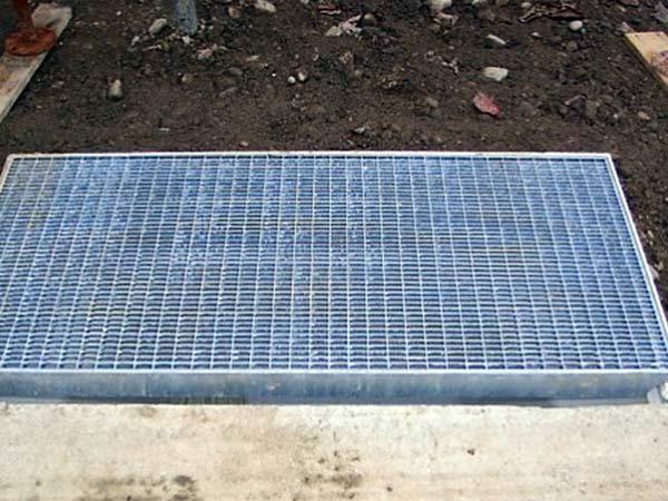installazione-grigliati-in-acciaio