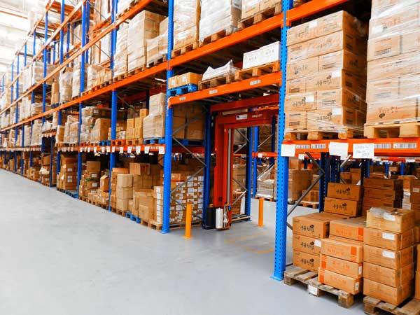 montaggio-scaffalature-per-magazzini